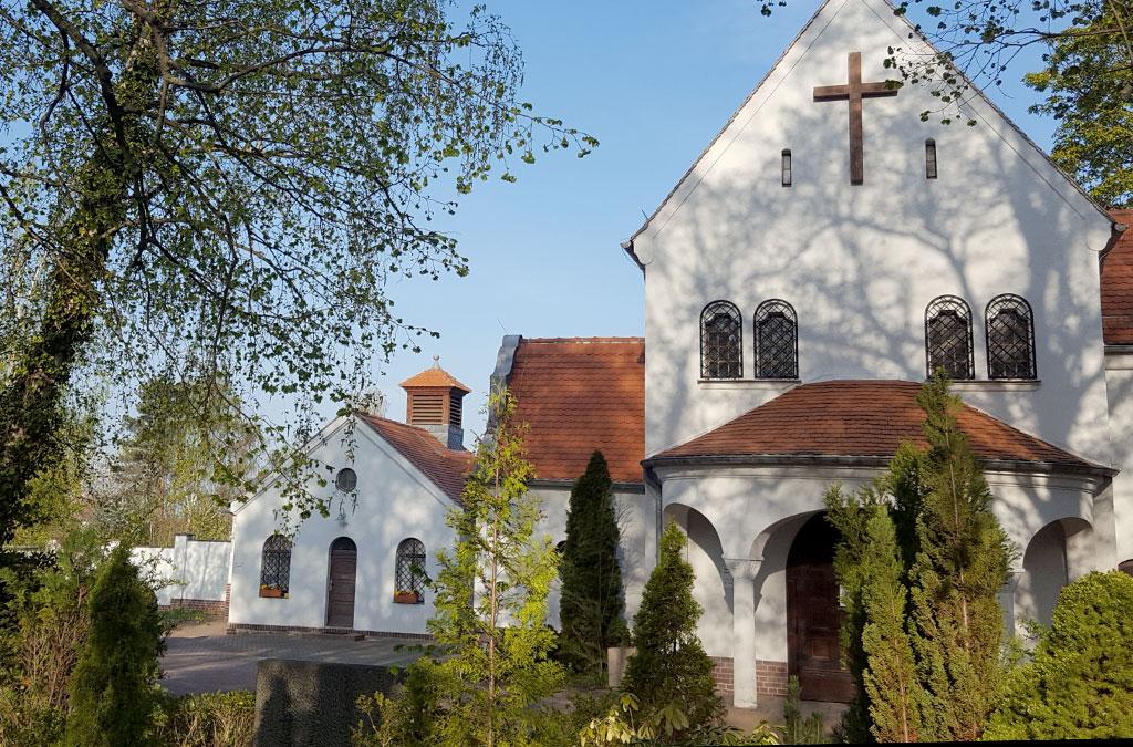 Kapelle mit grünen